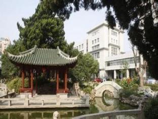 Cypress Garden Hotel Shanghai - Garden