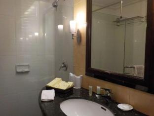 Boracay Mandarin Island Hotel Boracay Island - Deluxe Room Bathroom