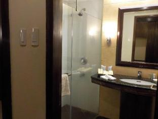 Boracay Mandarin Island Hotel Boracay Island - Deluxe Family Bathroom