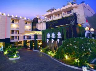 Aston Kuta Hotel and Residence Bali - Hotel Entrance