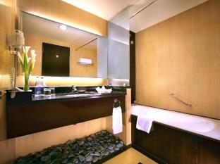 Aston Kuta Hotel and Residence Bali - Bathrooms
