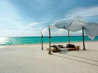Shangri-La's Villingili Resort & Spa Maldives Islands - Beach Picnic
