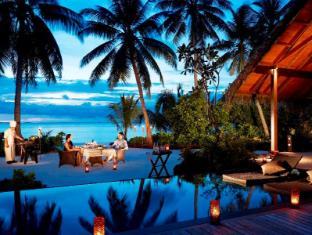 Shangri-La's Villingili Resort & Spa Maldives Islands - Dining on the beach