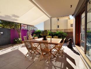 Dive Hotel Coogee Beach Sydney - Breakfast Courtyard
