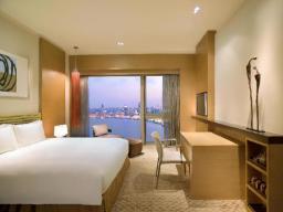 Soba (kraljevska postelja/z dvema ločenima posteljama) s pogledom na reko