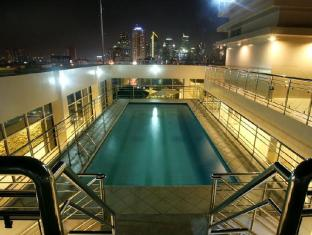 Herald Suites Solana Hotel Manila - Swimming Pool