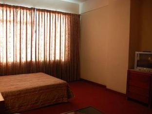 Great Eastern Hotel Makati Manila - Business Center