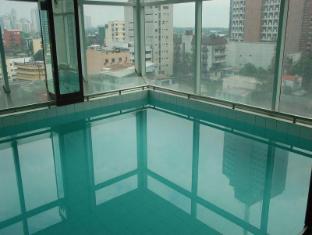 Great Eastern Hotel Makati Manila - Swimming Pool