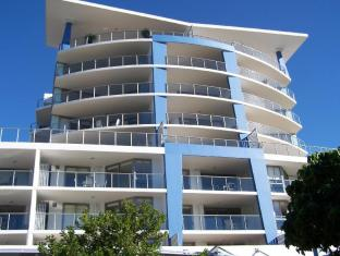 Scarborough Beach Resort Brisbane - View from front of building