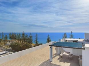 Scarborough Beach Resort Brisbane - Rooftop BBQ Area