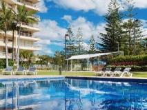 Contessa Holiday Apartments: swimming pool