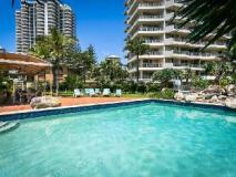 Surfers Beachside Holiday Apartments: swimming pool