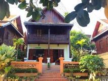 Riverside Guesthouse: entrance