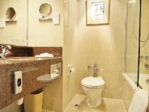 The Excelsior Hong Kong: bathroom