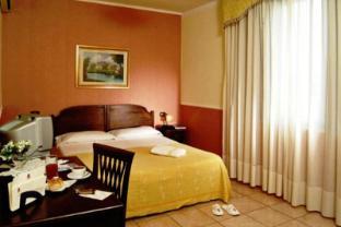 /nl-nl/hotel-green-park/hotel/naples-it.html?asq=vrkGgIUsL%2bbahMd1T3QaFc8vtOD6pz9C2Mlrix6aGww%3d