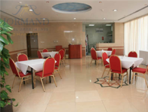 Jormand Hotel Apartments: coffee shop/cafe