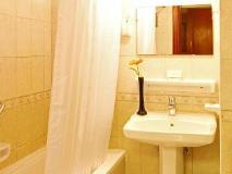 Jormand Hotel Apartments: bathroom
