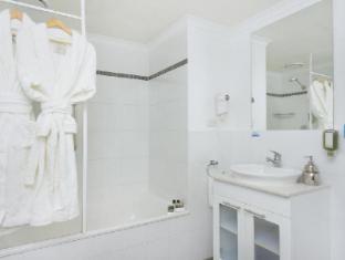 Clifton Suites on Northbourne Canberra - Bathroom