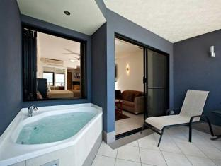 at Waterfront Whitsunday Retreat Hotel Whitsunday Islands - Balcony Spa Suite Spa