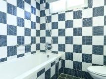 The Longstay Hotel: bathroom