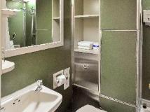 Caritas Lodge: bathroom