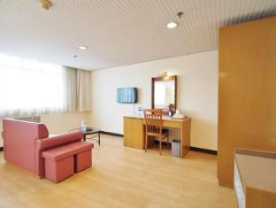 Caritas Lodge Hong Kong - Triple Room with 3 Single Beds