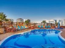 City Seasons Suites: swimming pool