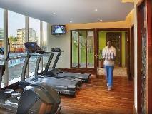 City Seasons Suites: fitness room