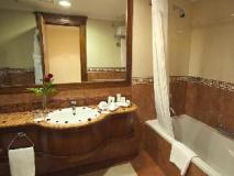 Grand Excelsior Hotel: bathroom