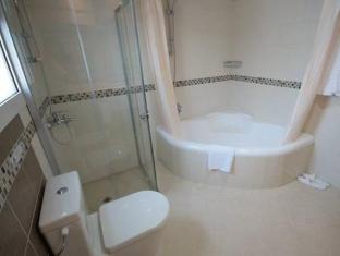Rose Garden Hotel Apartments Al Barsha Dubai - Bathroom with Tub
