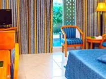 Sharjah Carlton Hotel: guest room