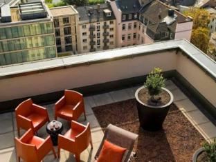 Adina Apartment Hotel Frankfurt Neue Oper Frankfurt am Main - Balkon/Terras