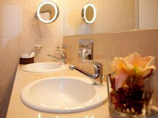 Hotel Cornavin Geneva - Bathroom