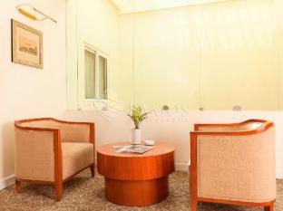 Catina Saigon Hotel Ho Chi Minh City - Floor Sofa