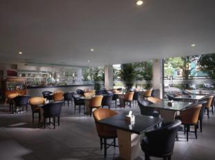 FM7 리조트 호텔 자카르타 자카르타 - 식당