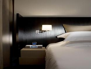 Fraser Suites Singapore Singapore - iPhone iPod Docking Station with Alarm Clock Radio