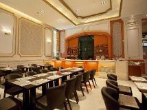 Capital Hotel: restaurant