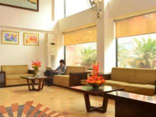 Hotel Le Roi New Delhi - Lobby