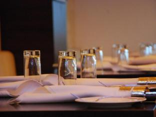 Hotel Le Roi New Delhi - Eten en drinken