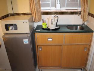 Comfort Lodge Hong Kong - Pantry to make coffee & tea