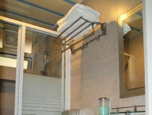 Comfort Lodge Hong Kong - Shower Cabin