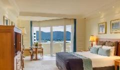 City Mountain View Queen Room