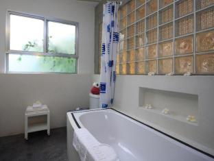 Frangipani Villa-90s hotel Phnom Penh - Bathroom