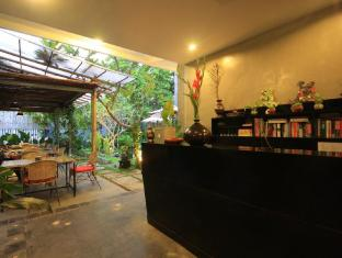 Frangipani Villa-90s hotel Phnom Penh - Exterior Lobby