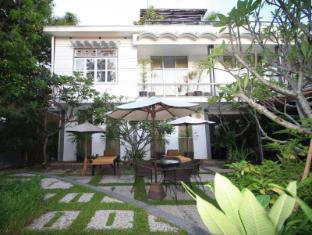 Frangipani Villa-90s hotel Phnom Penh - Main Entrance