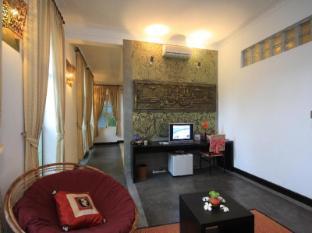 Frangipani Villa-90s hotel Phnom Penh - Living Room