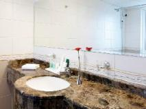 Avari Barsha Hotel Apartments: bathroom