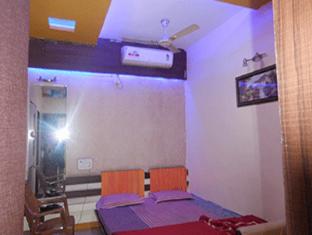 /shri-radhe-krishna-hotel/hotel/omkareshwar-in.html?asq=jGXBHFvRg5Z51Emf%2fbXG4w%3d%3d