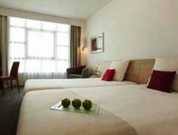 Superior 2 camas individuales con vistas al río