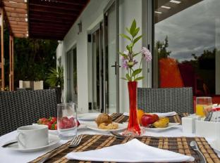 The One 8 Hotel Cape Town - Breakfast